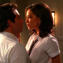 Chuck-and-hannah-kiss