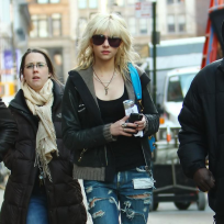 Taylor Momsen Heads to the Set