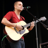 Mark-salling-on-guitar