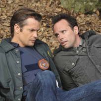 Raylan-and-boyd-relax