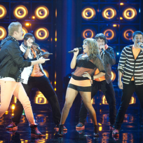 Pentatonix-performs