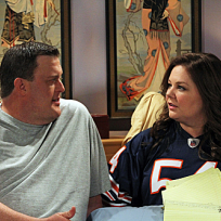 Mike-and-molly-in-bed
