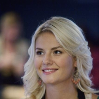 Elisha Cuthbert on Happy Endings
