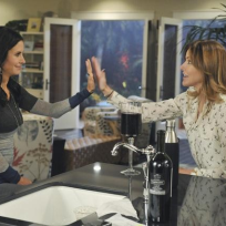 Jules-and-ellie-high-five