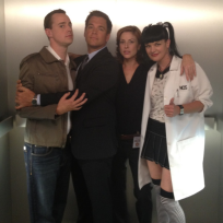 Diane neal ncis cast set photo