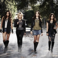 Pretty Little Liars Cast Image