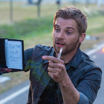 Mike-vogel-on-under-the-dome