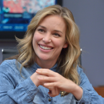 Piper perabo on set