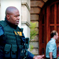 Alex oloughlin and chi mcbride photo