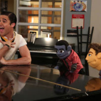 Blaine-sings-with-puppets