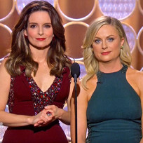 Tina-fey-and-amy-poehler-at-the-golden-globes