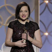 Elisabeth-moss-on-stage