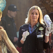 Elisabeth-shue-with-a-shoe