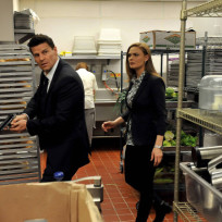 Brennan and Booth Search the Kitchen