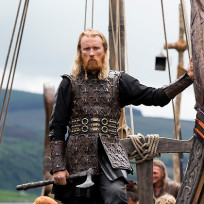 When word reaches Ragnar about the invasion, he heads back home. Will Athelstan follow Ragnar?
