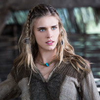 Gaia-weiss-as-porunn-on-vikings