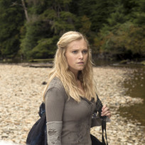 Eliza Taylor as Clarke