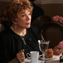 Shirley MacLaine on Glee
