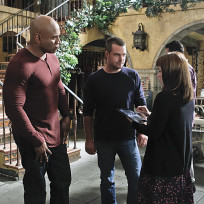 Nell-approaches-sam-and-callen