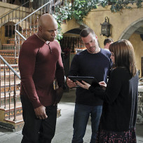Nell-share-intel-with-sam-and-callen