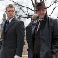 Donal-logue-and-ben-mckenzie-on-gotham