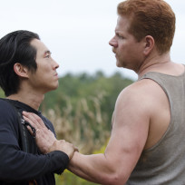 Steven-yeun-and-michael-cudlitz-in-the-walking-dead