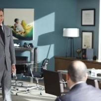Happy harvey suits season 4 episode 8
