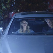 Driving-away-pretty-little-liars-season-5-episode-10