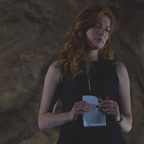 Sad Julia in the Tunnel - Under the Dome Season 2 Episode 8