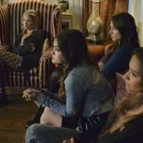 Not Festive - Pretty Little Liars Season 5 Episode 12