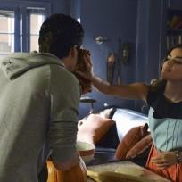 Tender Moment - Pretty Little Liars Season 5 Episode 12