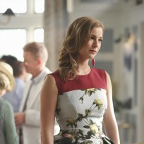 Not Loving the Flowers - Revenge Season 4 Episode 1