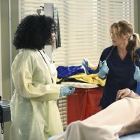 In-need-of-help-greys-anatomy-s11e1