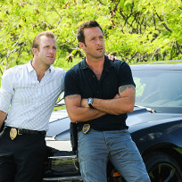 Danny-and-mcgarrett-hanging-out-hawaii-five-0-season-5-episode-1