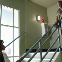 Stopping-on-the-stairwell-greys-anatomy-s11e2