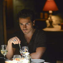 Dangerous While Dining - The Vampire Diaries Season 6 Episode 2