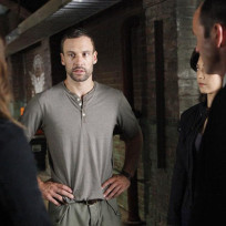 Lance Hunter Meets with Coulson on Agents of S.H.I.E.L.D. Season 2 Episode 2
