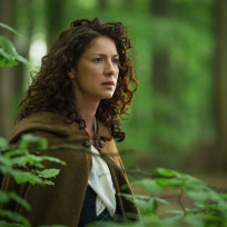 Claire sees the craigh na dun stones outlander s1e8