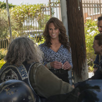 Venus Van Dam Returns - Sons of Anarchy
