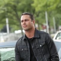 Hot. And single? - Chicago Fire Season 3 Episode 2