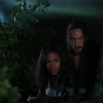 Huddled-together-sleepy-hollow-s2e2