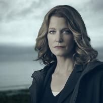 Anna gunn as detective ellie miller gracepoint season 1