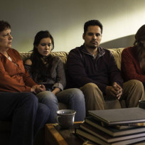 A-a-family-in-mourning-gracepoint-season-1-episode-1