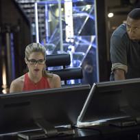 On the Job - Arrow Season 3 Episode 2