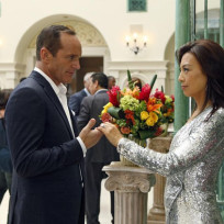 Coulson and May Dressed to Thrill - Agents of S.H.I.E.L.D. Season 2 Episode 4