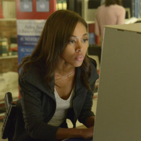 Abbie Looking For Clues - Sleepy Hollow Season 2 Episode 5