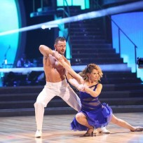 Lea thompson and artem chigvintsev dancing with the stars s19e8