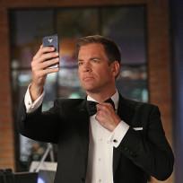Tony Checks His Tie - NCIS Season 12 Episode 6