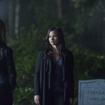 Nyssa at the Grave - Arrow Season 3 Episode 4