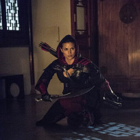 Crouching nyssa arrow s3e4